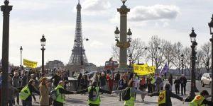 La chaine humaine a rassemblé 20 000 personnes selon les organisateurs, 4 000 selon la police. | AP/Remy de la Mauviniere