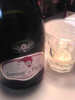 Merci! パリから愛のスパークリングよ♪ この次はとびきりのシャンパーニュ、飲みましょうね!